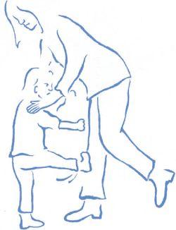 Kind schopt moeder